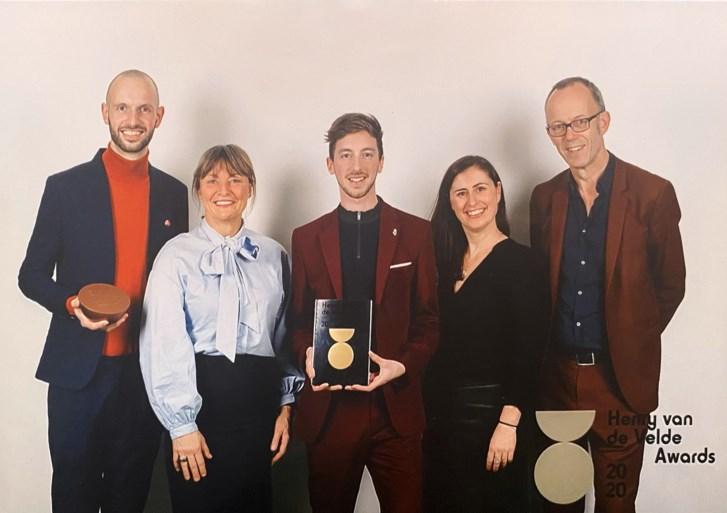 Heren Loebas krijgt Henry van de Velde Award voor B401-Bruggenbouwers