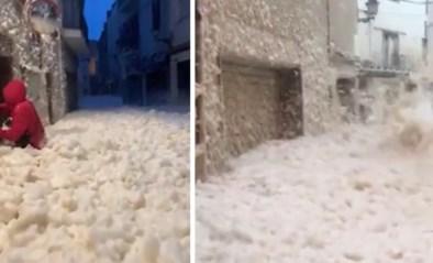 Bizar: storm Gloria bedekt Spaanse Costa Brava onder gigantische laag zeeschuim