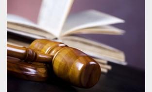 Mannen bieden vrouw slaapplek aan om haar te verkrachten: vijf jaar cel gevorderd