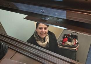 """Nancy zat anderhalf uur vast in lift: """"Technicus zei doodleuk dat hij niet kon komen"""""""