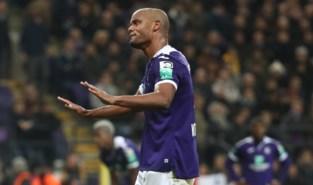 """Anderlecht riskeert boete voor """"Alle boeren zijn homo's"""" en voetzoeker naar Mignolet"""