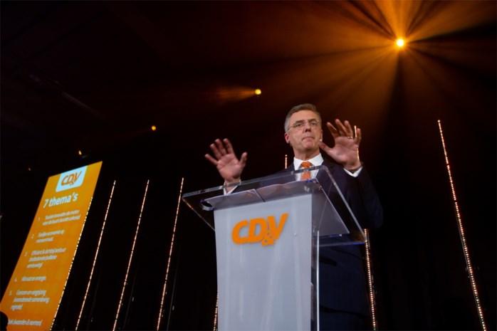 Na zijn informateurschap begint voor Coens een misschien nog zwaardere taak: zijn partij weer op de rails krijgen