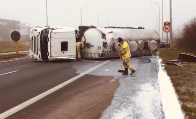 Ravage nadat tankwagen gevuld met melk kantelt bij ongeval