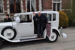 Honderdjarige Gaspard met oldtimer naar kasteel Blauwendael
