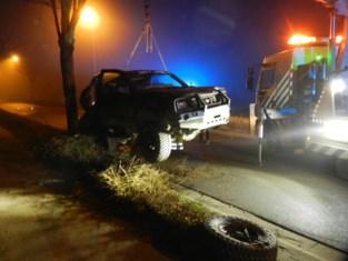 Dronken bestuurder mist bocht met pick-up en crasht