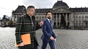 """Informateurs Coens en Bouchez trekken opnieuw naar de koning, maar niemand is hoopvol: """"Nog geen millimeter vooruitgang"""""""