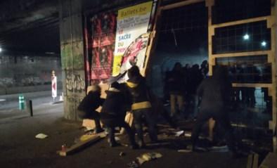 Actievoerders breken 'daklozentunnel' open om Brussels leegstandbeleid aan te klagen