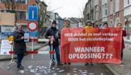 """Zoveel verkeer dat radeloze bewoners hun straat voor 1 dag afsluiten: """"We wachten al drie jaar op oplossing"""""""