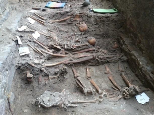 "Duizend skeletten gevonden rond Sint-Baafskathedraal: ""Geeft inzicht in hygiëne vroegere Gentenaars"""