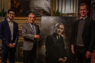 Portret van ereburgemeester Louis Tobback onthuld… en dat is groter dan hijzelf