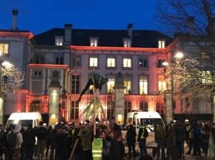 Klimaatactivisten verstoren bijeenkomst en leggen verkeer lam in hartje Brussel