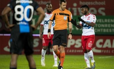 """Club-coach Philippe Clement in de clinch met Yves Vanderhaeghe over gele kaart: """"VAR had ref moeten helpen"""""""
