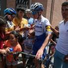 Remco Evenepoel krijgt in Argentinië ook aandacht van de lokale bevolking.