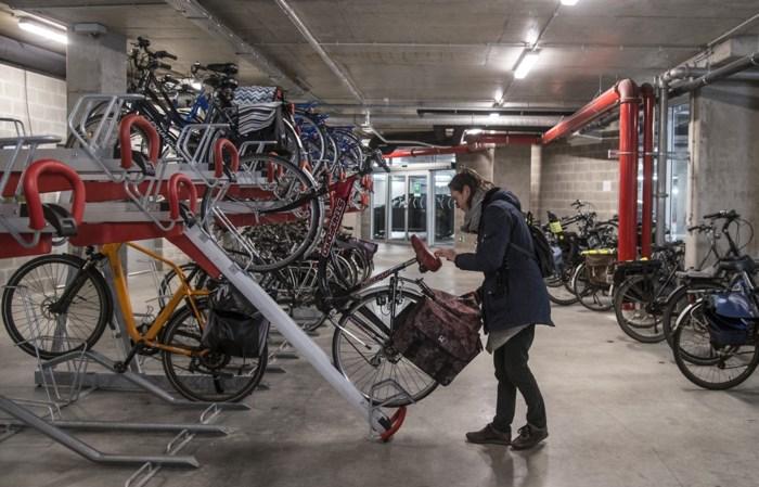 Wildgeparkeerde fietsen nabij Albert Heijn Turnova veroorzaken overlast