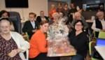 Woon-zorgcentrum De Karmel breit en haakt voor premature kindjes
