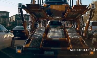 Tesla op autopiloot rijdt plots toch door wanneer voorligger stopt