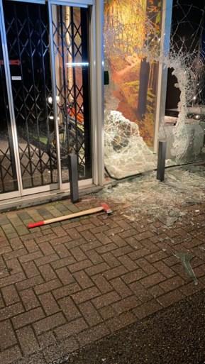 Spectaculaire inbraak in fietsenwinkel: met bijlen venster kapotgeslagen, voor ruim 100.000 euro buitgemaakt
