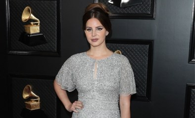 Lana Del Rey haalde haar jurk voor Grammy's gewoon in shoppingcenter