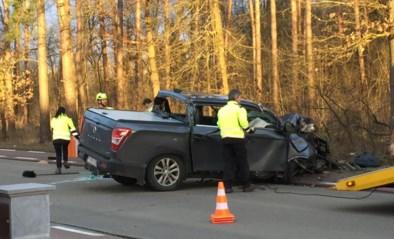 25-jarige automobilist ernstig gewond na klap tegen boom in Langdorp
