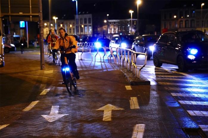"""Veel gevaarlijker, en toch bouwt overheid nog nieuwe dubbelrichtingsfietspaden: """"Onbegrijpelijk"""", zegt SP.A, maar fietsorganisaties schrijven ze niet zomaar af"""
