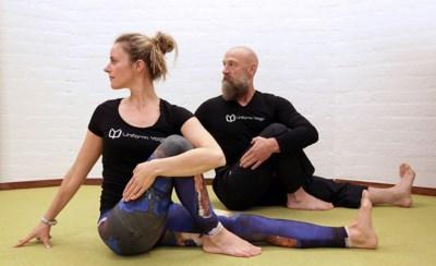 """Gentse politieagenten rollen yogamat uit: """"Mijn oefeningen verhogen hun weerbaarheid"""""""