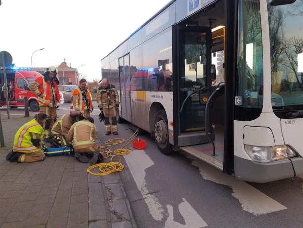Fietsster lichtgewond bij ongeval met bus in Roeselare