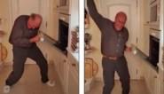 Probeer maar eens niet te lachen: Jacques Vermeire (68) laat zich helemaal gaan op TikTok