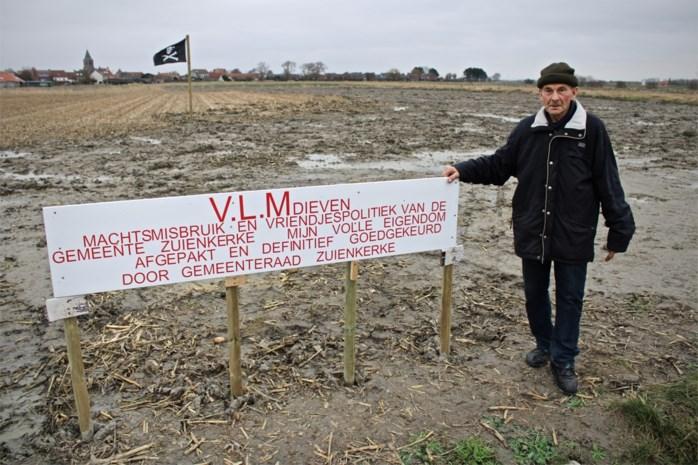 """Boer Martin ziedend nadat zijn grond plots een pak minder waard wordt: """"Ik eis een deftige compensatie"""""""