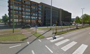 Man in kritieke toestand naar ziekenhuis na botsing met tram