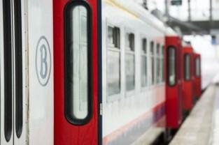 Infrabel verwacht pas vrijdagavond laat weer treinen op één spoor in Schellebelle
