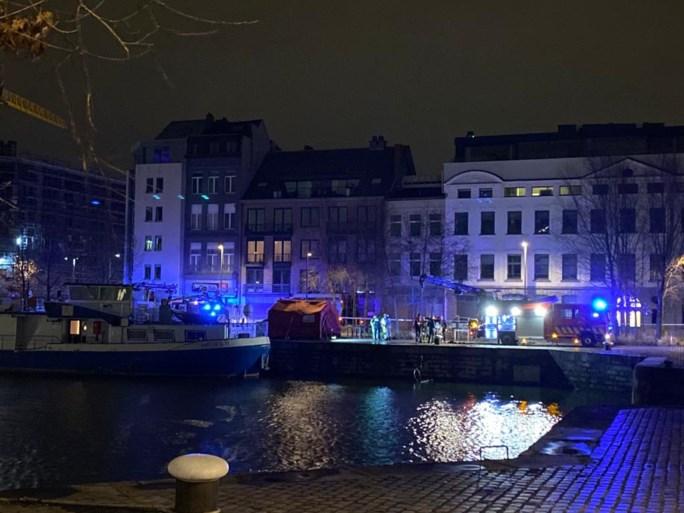 """Lichaam uit water gehaald in Antwerps dok, """"verdachte elementen"""" bij autopsie"""