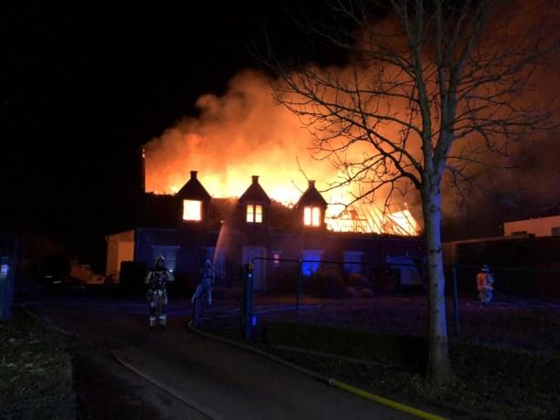 Woning gaat bijna helemaal in vlammen op in Asse