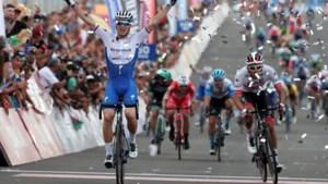 Zdenek Stybar wint met late uitval zesde rit op autocircuit in San Juan, Remco Evenepoel blijft leider