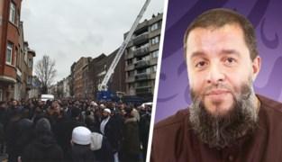 Meer dan 5.000 mensen wonen rouwplechtigheid YouTube-imam bij in Sint-Jans-Molenbeek: politie moet straat afsluiten
