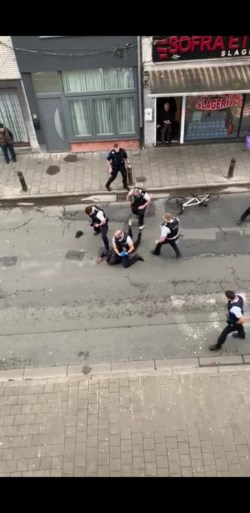 """Uit op zo veel mogelijk slachtoffers: politie schiet messentrekster neer """"alsof het hinderlaag was"""""""