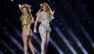 Jennifer Lopez en Shakira geven exuberante show tijdens Super Bowl (maar wat deed Shakira daar met haar tong?)