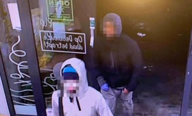 """Zaakvoerster overvallen Delitraiteur plaatst beelden overvallers op sociale media: """"Help me om dit crapuul te vinden!"""""""