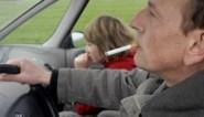 Ook roken in wagen met kinderen onder achttien jaar wordt straks verboden