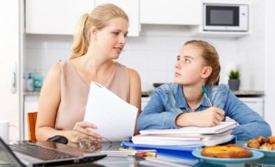 """""""Mijn puberdochter reageert haar huiswerkstress op mij af"""": onze opvoedingsexperte zegt wat je kan doen"""