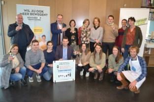 Schepenen promoten Tournée Minérale met wedstrijdje met ludieke waterproeven