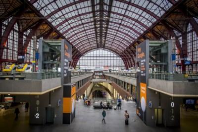 Treinsurfer In Antwerpen Centraal Probeerde Eerst Deuren Het Nieuwsblad Mobile