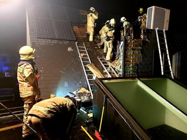 Breekwerk nodig om dakbrand aan te pakken