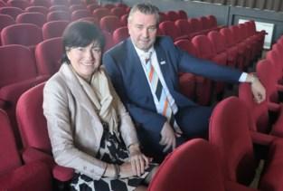 """Gemeente Deerlijk verkoopt oude theaterstoelen: """"Zonde om weg te gooien"""""""
