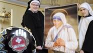 Duizend bezoekers in Halle verwacht voor haarlok van Moeder Teresa: maar hoe kómen die zusters aan zo'n relikwie?
