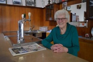 91 en nog lang niet met pensioen: 'tante Paula' staat nog elke dag achter de tapkraan