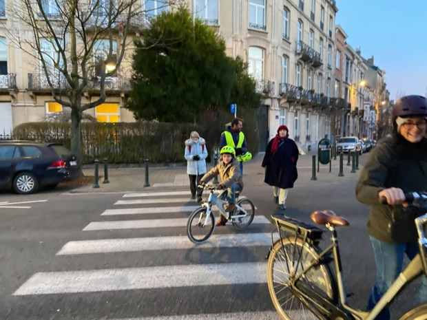 """Buurt wil snel maatregelen voor straat 'waar elke chauffeur te snel rijdt': """"Ouders durven hun kinderen niet met de fiets naar school sturen"""""""