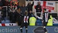 Engelse voetbalfan gaat viraal nadat hij edele delen bovenhaalt voor 'helikopterviering'