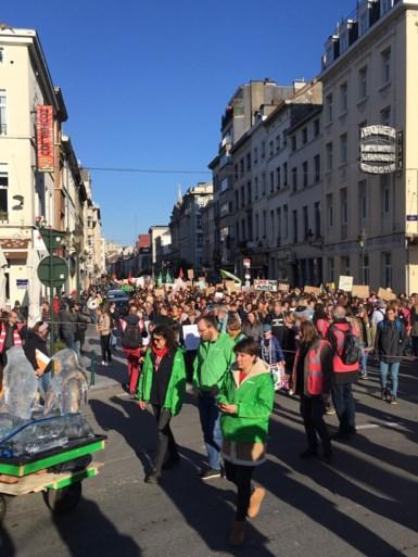 Klimaatspijbelaars hervatten hun acties in Brussel, maar grootouders grijpen de macht