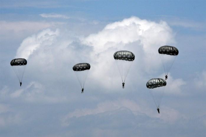 Nieuw openbaar onderzoek voor vergunning parachutisten door... gescheurde affiche