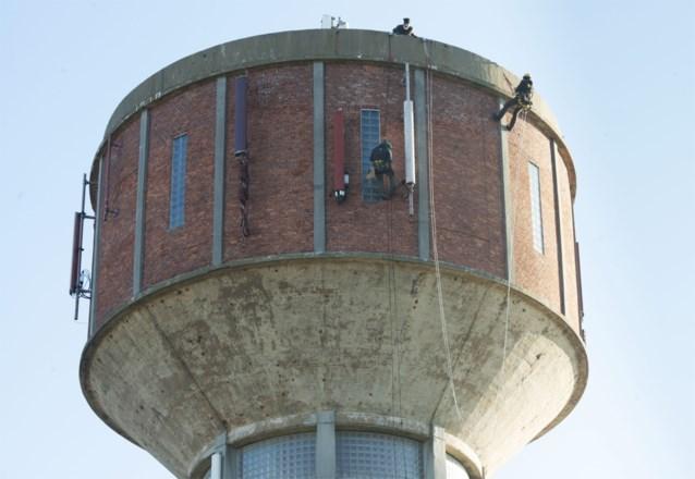 VIDEO. Klimmers trekken ten strijde tegen betonrot op watertoren